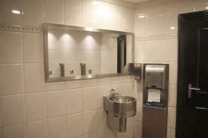 RVS-spiegellijst-openbaar-toilet